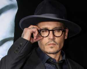 Sebuah Van Menabrak Bagian Luar Rumah Aktor Johnny Depp