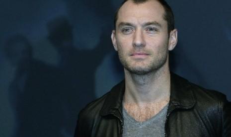Jude Law Dikonfirmasi Berperan Sebagai YonRogg