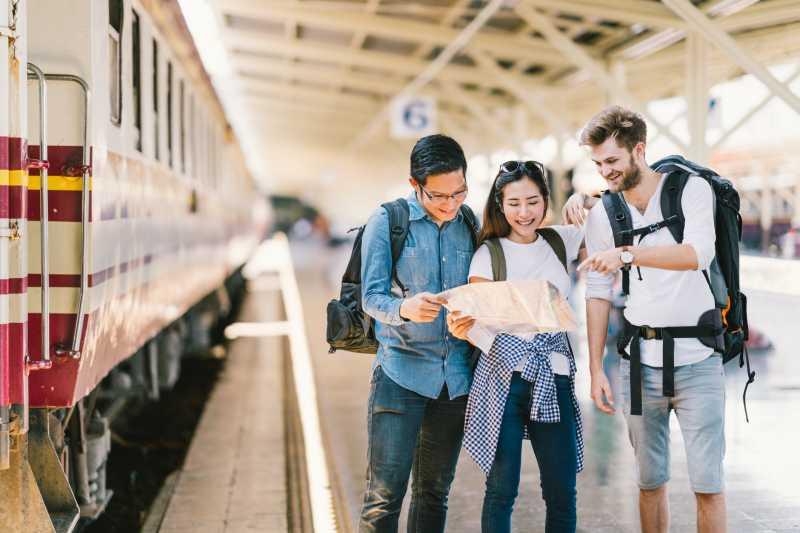 Studi: Ternyata Orang Kepo Sahabat Terbaik Traveling