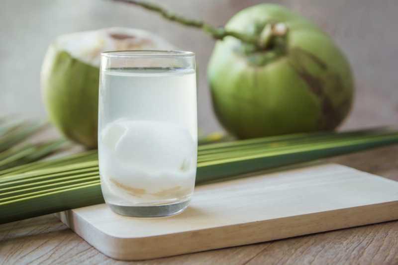 Sudah Coba Minum Air Kelapa di Pagi Hari? Ini Manfaatnya Bagi Tubuh