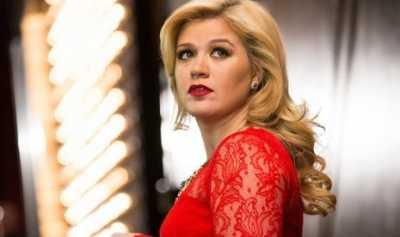 Kelly Clarkson Sempat Pikirkan Bunuh Diri