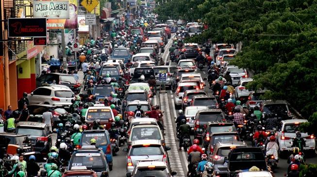 Di Balik Sulitnya Pembatasan Sepeda Motor