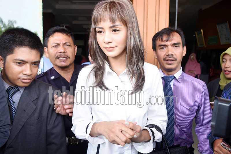 Kirana Larasati Gugat Cerai Suami Karena Tak Dinafkahi?