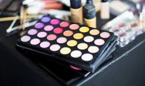 Cara Memilih Kosmetik Aman