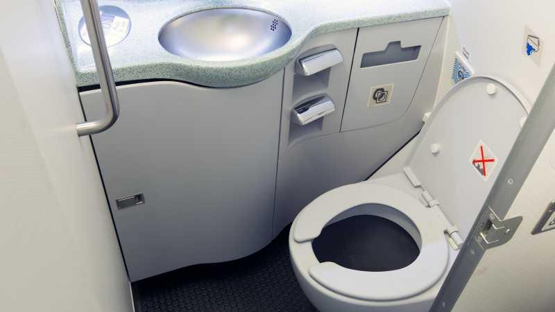 Ke Mana Limbah Toilet Pesawat Dibuang?