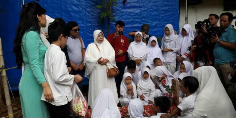 Lantunan Doa Anak-anak Yatim di Atas Pusara Jupe