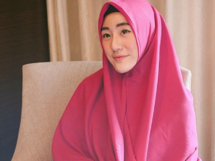 Begini Ungkapan Pilu Larissa Chou Usai Pemakaman Mertuanya, Ustadz Arifin Ilham