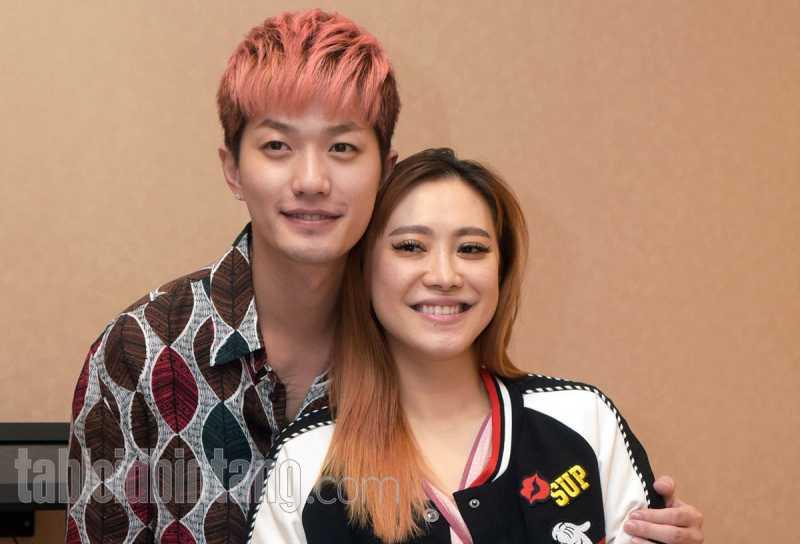 Beri Pijatan untuk Bayinya, Kuku Istri Lee Jeong Hoon Bikin Salah Fokus