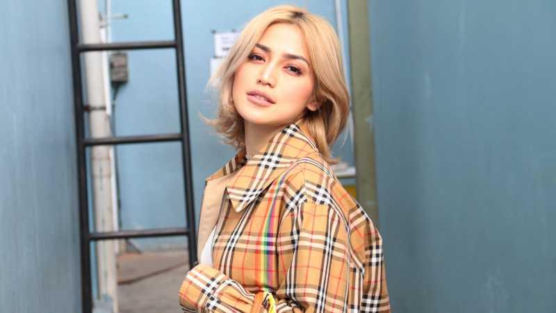 Cerita Jessica Iskandar Beri Kado Operasi Plastik untuk Ibunya