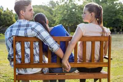 8 Tanda Pasangan Mungkin Punya Selingkuhan