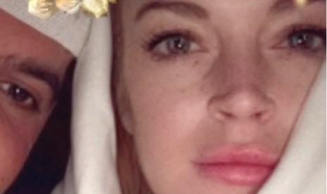 Lindsay Lohan Unggah Foto Kenakan Jilbab Putih