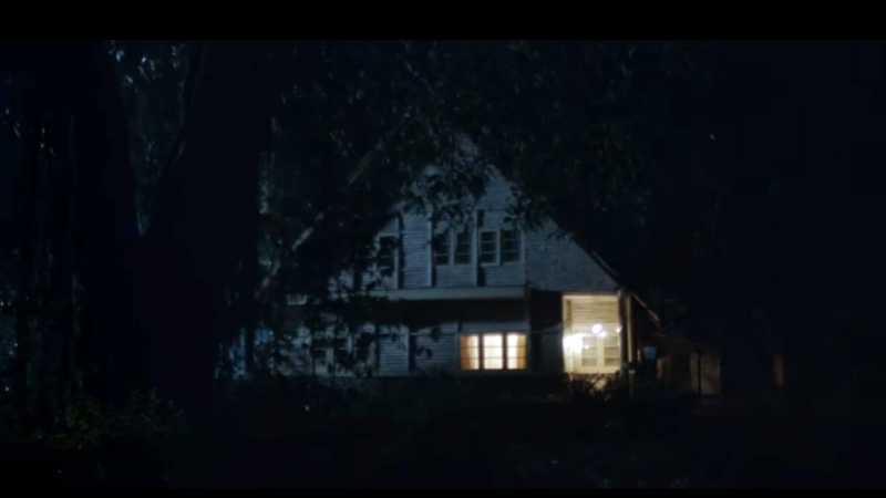 Berburu Foto Hantu di Vila Tempat Syuting Film Pengabdi Setan