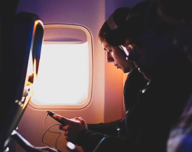 5 Gadget Andalan untuk Menemani Penerbangan Panjang