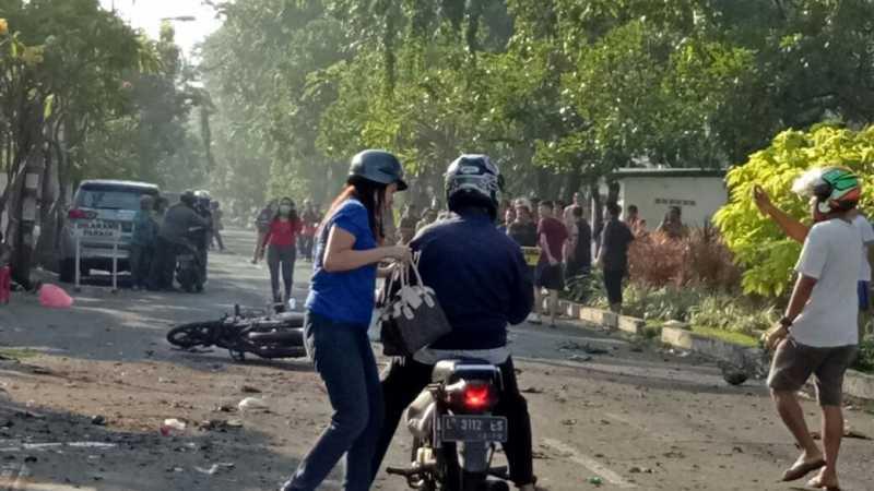 Foto: Kekacauan Setelah Bom Meledak di Gereja di Surabaya