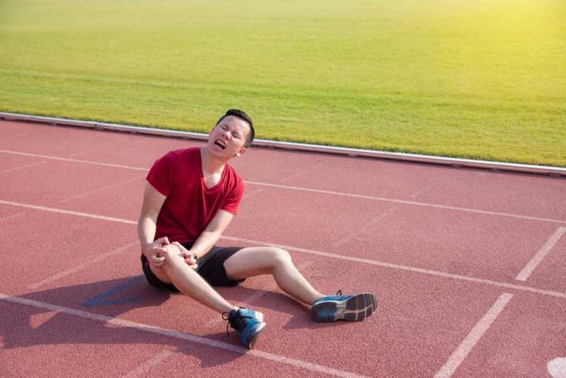 Selain Cedera, Ini Dia Berbagai Penyebab Lutut Terasa Seperti Terbakar
