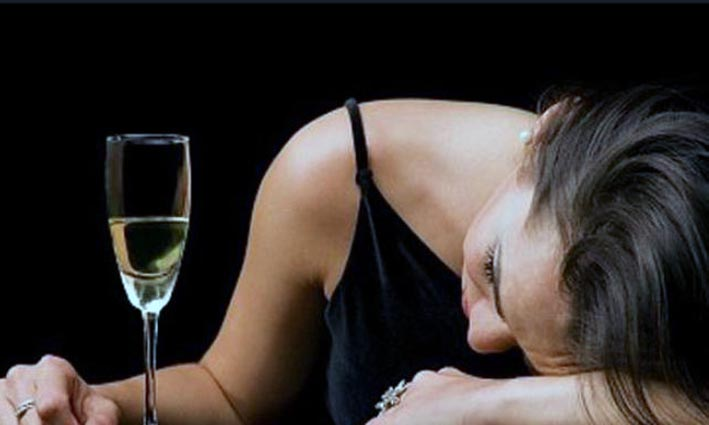 Siapa Bilang Mabuk Alkohol Bisa Hilangkan Stres?