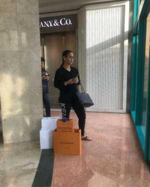 Malu Kalau Murah, Inul Daratista Beli Tas Dior dan Louis Vuitton untuk Parcel Lebaran