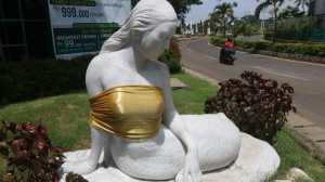 Meme Patung Putri Duyung Ancol Ditutup Kain karena Bertelanjang Dada