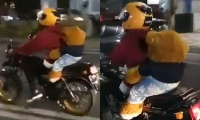 Kendarai Motor Sambil Bawa Boneka, Pria Ini Bikin Netizen Baper