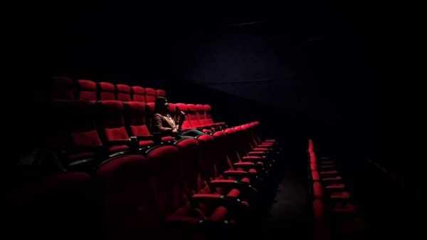 Kebiasaan Menyebalkan dan Nggak Sopan dari Para Penonton di Bioskop