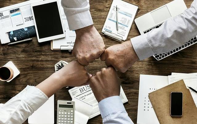 Cara Mempertahankan Hubungan Harmonis dengan Rekan Kerja