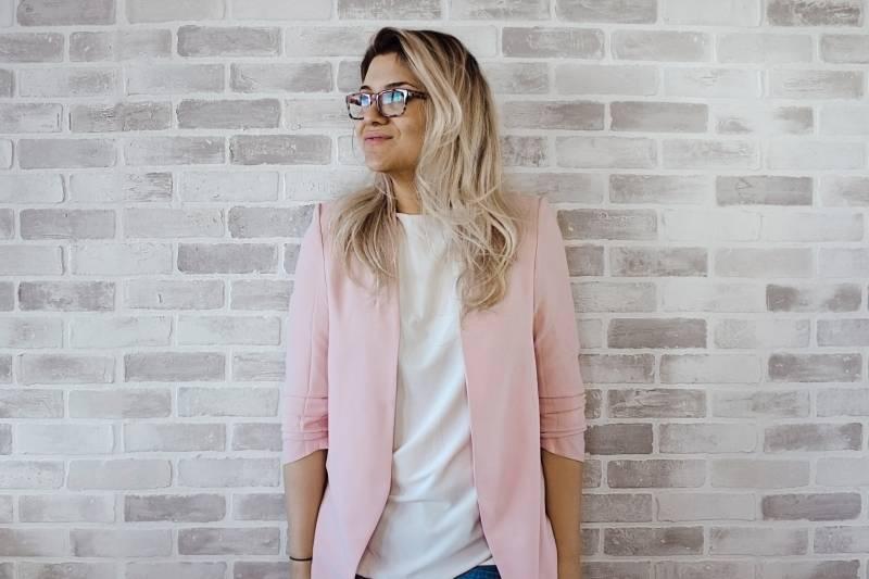 Mengapa Warna Pink Identik dengan Citra Feminin Perempuan?   Yukepo.com