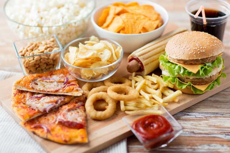Punya Kolesterol Tinggi? Hindari 5 Makanan Ini Saat Berbuka Puasa