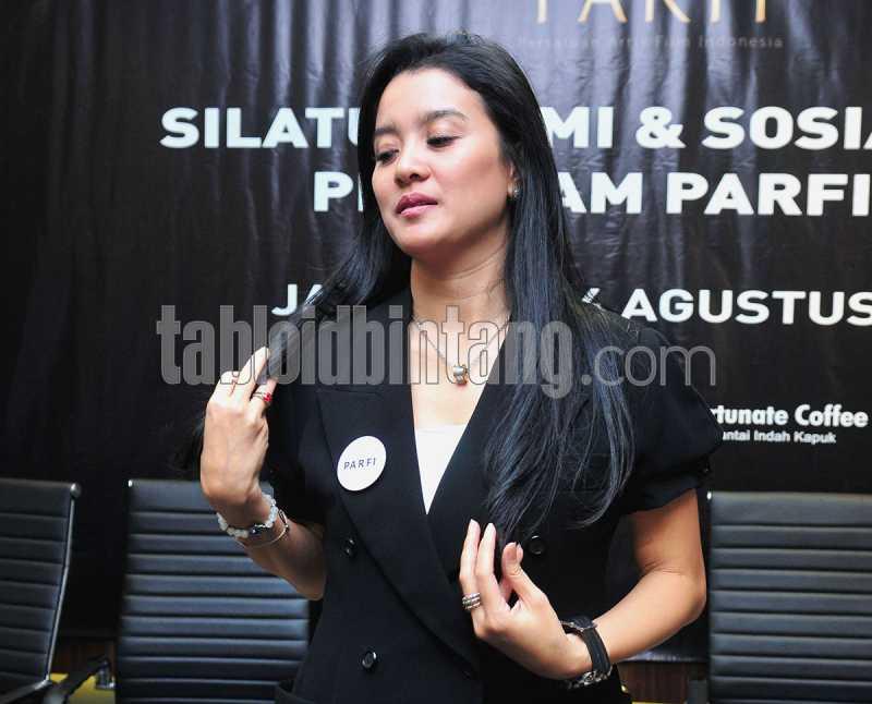 Tampil Nyaris Tanpa Dialog di Film Wiro Sableng, Berapa Honor Marcella Zalianty?