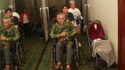 Kisah Tio Pakusadewo yang Masih Pakai Kursi Roda Usai Kecelakaan