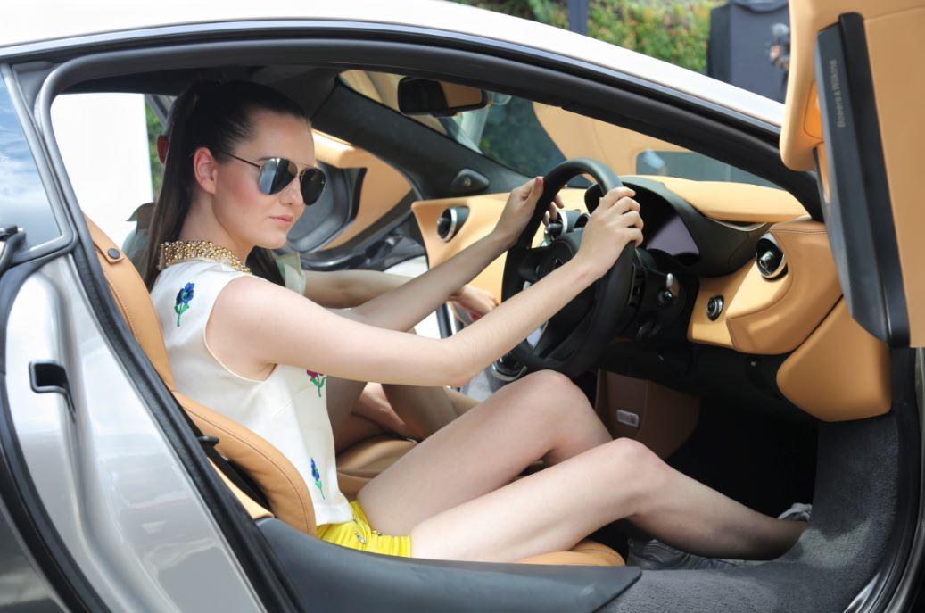 Bosan, Berikut Tips Bercinta di Dalam Mobil
