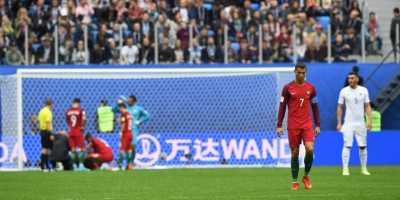 Cristiano Ronaldo Salahkan Rumput Lapangan