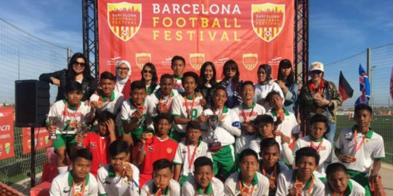 Tim Sepak Bola Muda Indonesia Juara di Barcelona