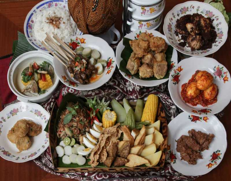 Mencicipi Indonesia lewat Makanan Khas Daerah