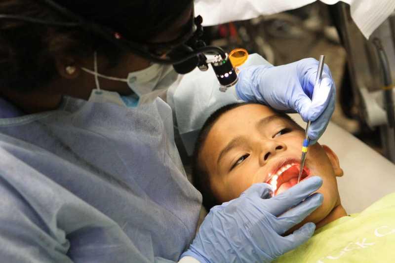 Anak Rewel Karena Giginya Berlubang? Ini Berbagai Perawatan yang Bisa Dipilih