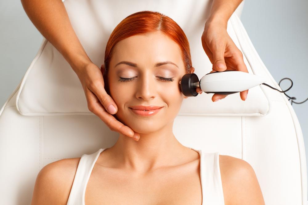 Perawatan Setrika Wajah, Apakah Aman dan Efektif?