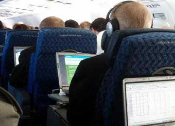 Laptop Segara Dilarang Masuk Kabin Pesawat