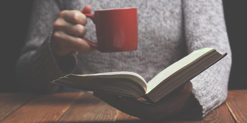 Studi Membuktikan, Orang yang Hobi Baca Buku Lebih Mudah Berempati Dengan Sesama