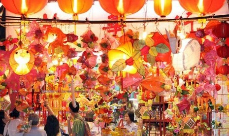 Wisman Serbu Perayaan Mid-Autumn Lantern Festival di Batam