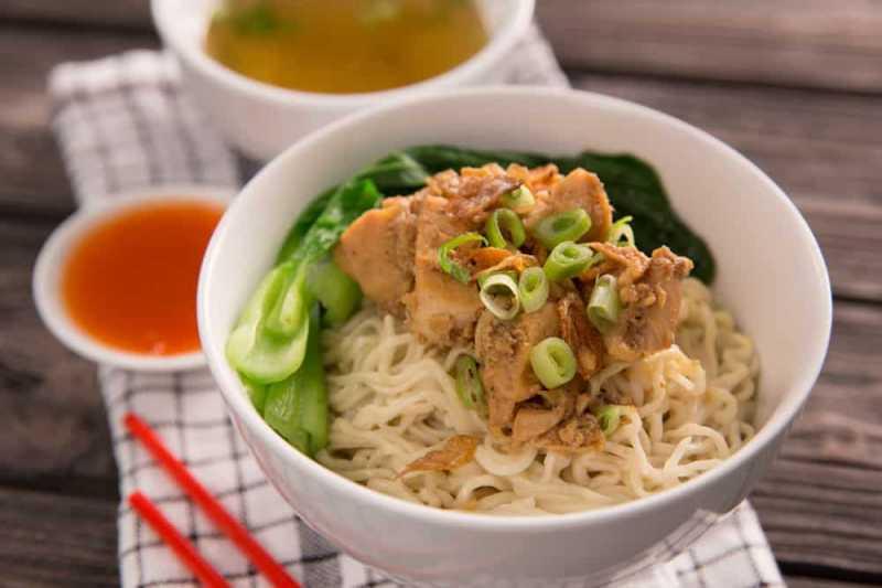 4 Tips Bikin Mie Ayam yang Lebih Menyehatkan