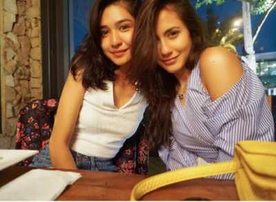Pevita Pearce dan Mikha Tambayong Foto Bareng, Caption Bikin Salah Fokus