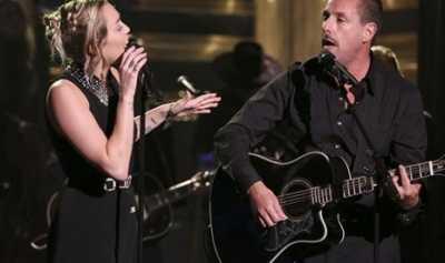 Miley Cyrus-Adam Sandler Nyanyi No Freedom untuk Las Vegas