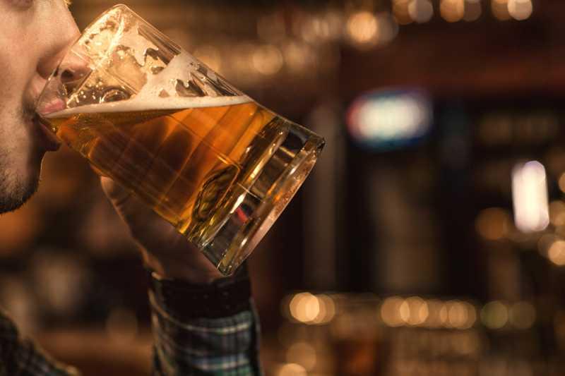 Minum Minuman Beralkohol Bikin Kurus, Mitos atau Fakta?