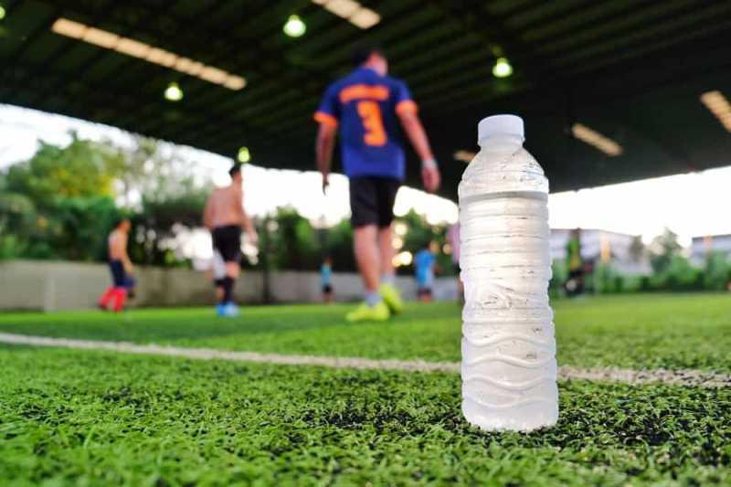 Minuman Berenergi vs Minuman Olahraga: Mana yang Sebaiknya Dipilih?