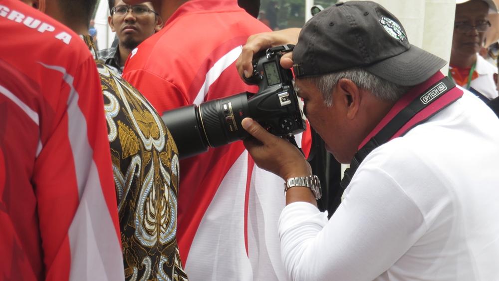 Gaya Menteri PUPR saat Jadi Fotografer Dadakan Jokowi