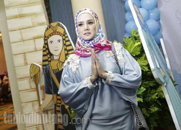Leher dan Rambut Kelihatan, Mulan Jameela Diingatkan Istiqomah Berhijab