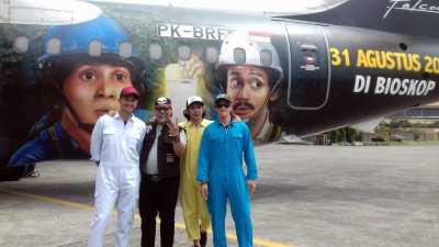Pesawat Warkop DKI Reborn Dilukis Dalam Waktu 10 Hari