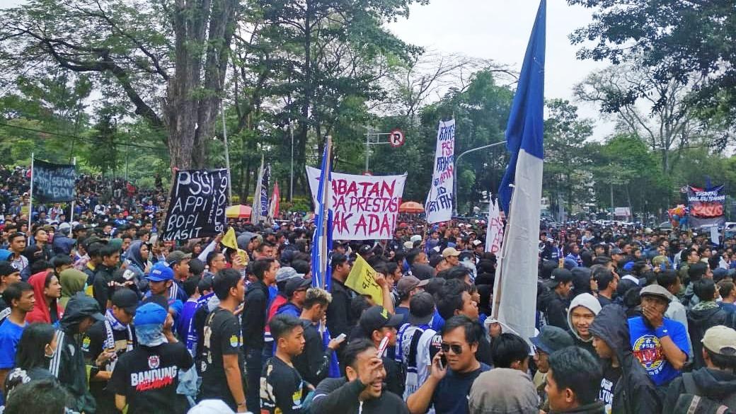 Bobotoh Unjuk Rasa di Gedung Sate, Tuntut Keadilan dari PSSI