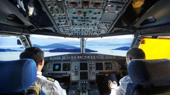 Pilot Tumpahkan Kopi, Pesawat Terpaksa Mendarat Darurat