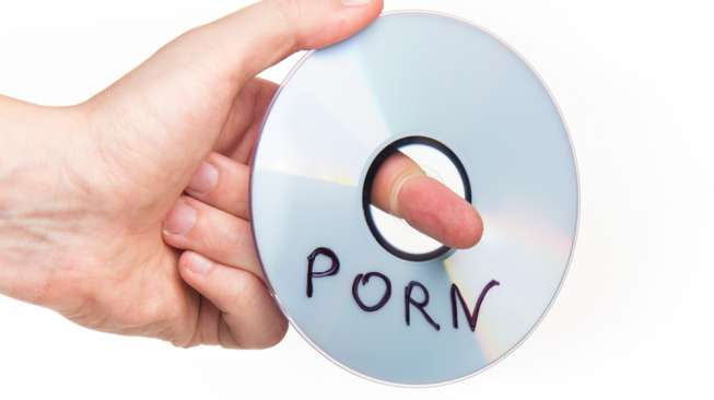 Sutradara Film Porno Buta karena Terciprat Sperma Aktor
