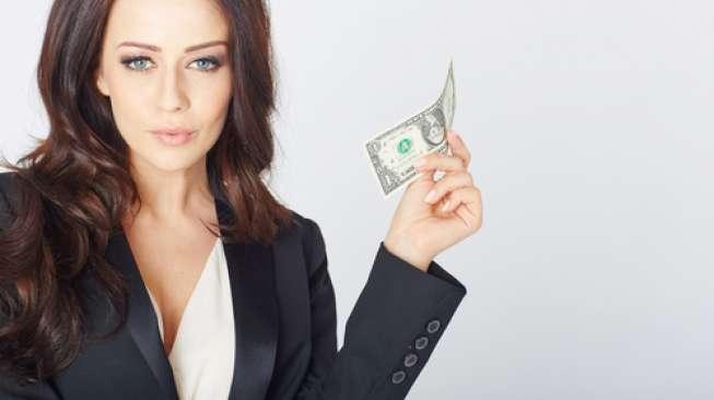 Uang Tak Pernah Habis, Dompet Pria Ini Ternyata Selalu Diisi Tunangan